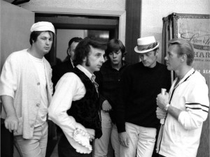 "(UK OUT) LOS ANGELES - 1966: Music producer Phil Spector with ""Beach Boys"" Brian Wilson (on left), Mike Love (in hat), and ""Righteous Brother"" Bobby Hatfield (right) in 1965 at Gold Star Studios in Los Angeles, California. (Photo by Ray Avery/Getty Images)"