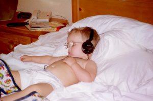 sleeping-with-headphone
